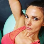 Без желание: Мис България Маги Вълчанова се ваксинира! Родната моделка се чувства принудена